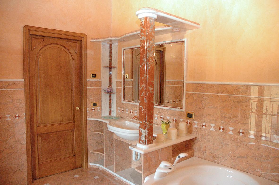 Bagni in marmo moderni bagni di marmo bianco bagni di - Bagno di marmo ...