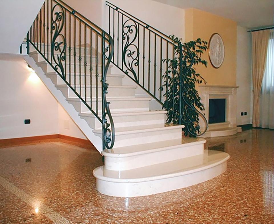 Fl s r l lavorazione marmi - Scale classiche per interni ...